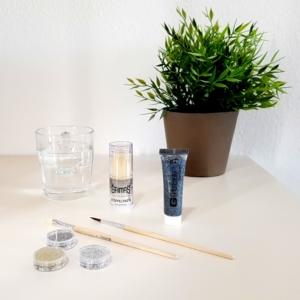 Test 1: Glitzer richtig auftragen mit Wasser, Stoppelpaste oder Glitzergel.