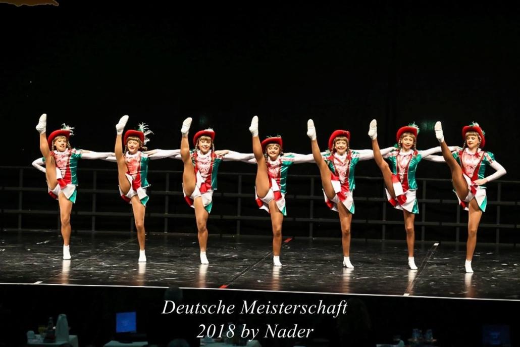Die Steigergarde des KTC Altsdorfer Tänzer mit sieben Tänzerinnen bei der Deutschen Meisterschaft 2018. Foto von Nader Redan.