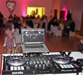 DJ-Pult auf einer Hochzeit