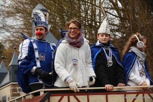 Die Besser Prinzenpaare beim Rosenmontagsumzug in Holzhausen.