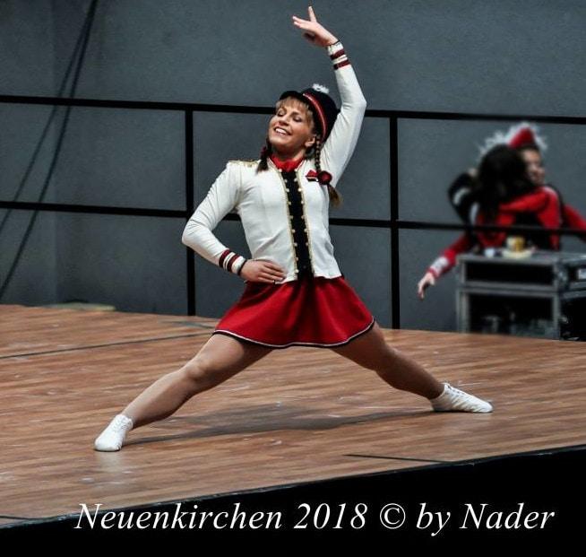 Das Tanzmariechen Samira Pruß und die weibliche Garde aus Neuenkirchen tragen seit Jahren den Tschako als Hut zum Gardekostüm.