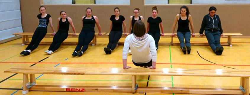 Tänzerinnen im Trainingslager