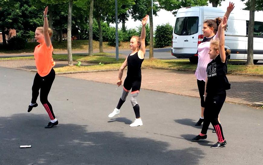 Gardetänzerinnen bei der Entwicklung einer Choreographie