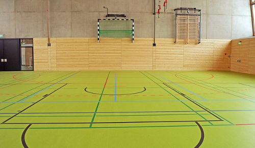 Bild einer großen Turnhalle, Trainingshalle