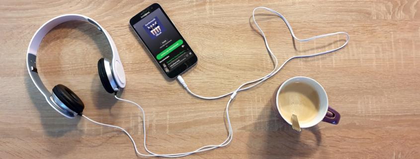 Handy mit Gardemusik und Kopfhörer