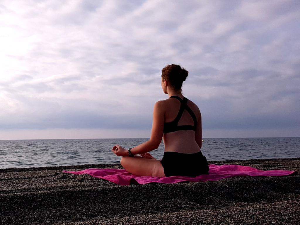 Gelasseinheit hilft dabei, die Geduld zu entwickeln. Und auch ein gesundes Selbstbewusstsein trägt zur Geduld bei.