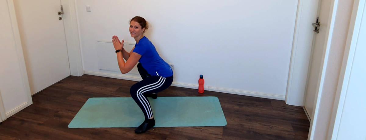 Aufwärmen und Mobilisieren - Übung 4: Kniebeuge (Squat)