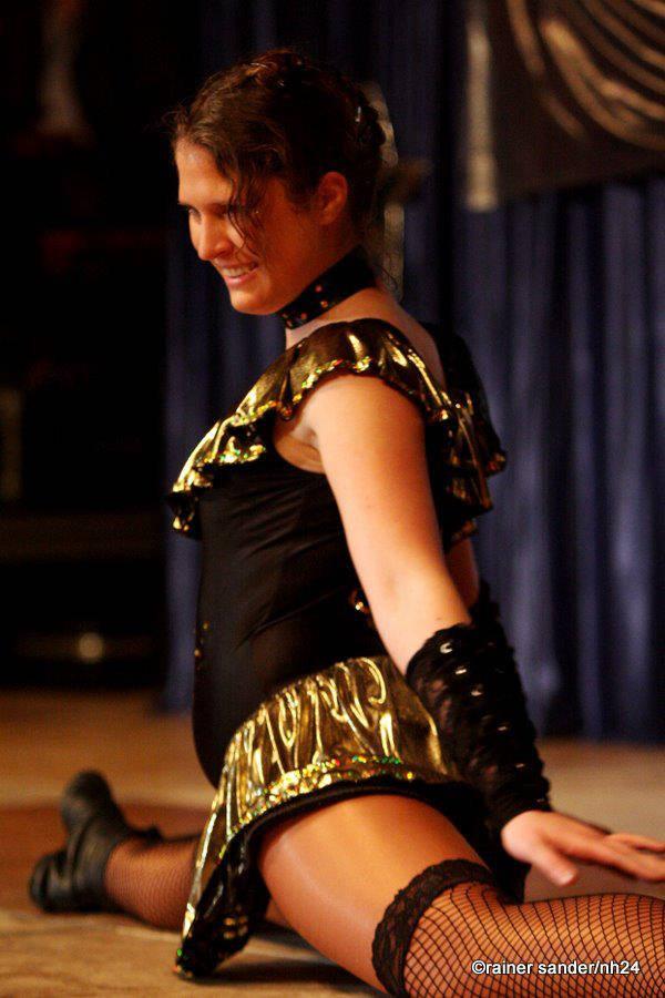 Tanzmariechen Lisa von keep-dancing im Spagat