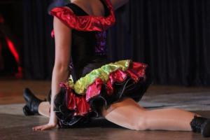 Tanzmariechen zeigt einen Spagat